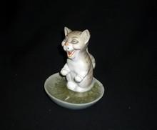 RABIER - Rare figurine en biscuit représentant un chat...