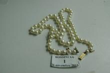 Collier de soixante-treize perles de culture en chute, le fermoir en or jaune.  Diamètre des perles: 4,5/5 à 8/8,5mm.