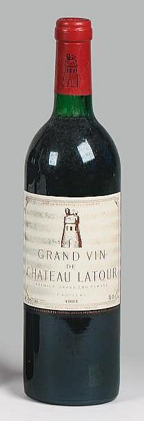 2 bouteilles  CH. LATOUR, 1° cru Pauillac   1981  (1 J)