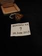 Bague chevalière en or jaune, sertie d'un petit diamant rond de taille brillant. Tour de doigt : 48. Poids brut : 7 g.
