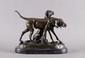d'après Auguste CAIN  Deux chiens de chasse  bronze à patine brune, fonte d'édition moderne, sur la terrasse : A. CAIN,  Lg. : 31 - Ht. : 25,5 cm.