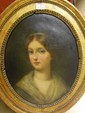 école FRANçAISE - Première moitié du XIXe siècle Portrait de jeune fille au ruban bleu dans la chevelure Huile sur toile de forme ...