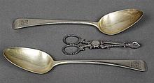A pair of George III Old English pattern spoons, hallmarked London 1816, ma