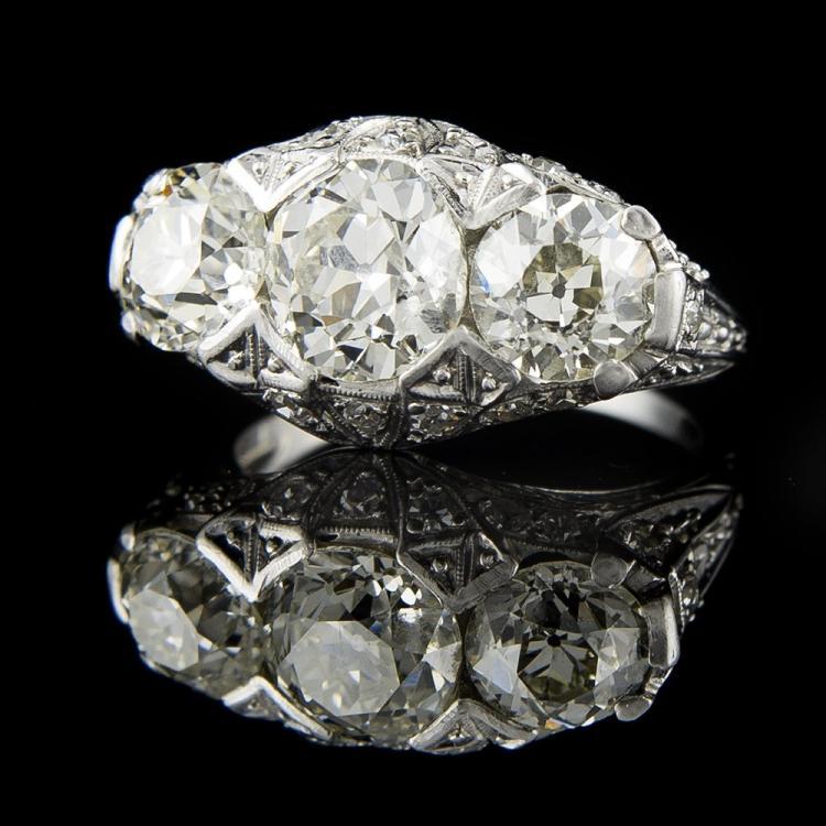PLATINIUM ANTIQUE DIAMOND RING Edit
