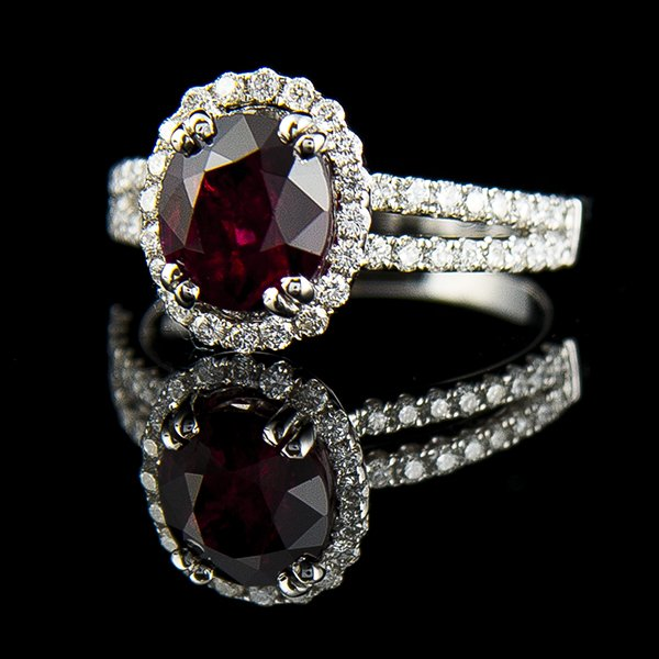 OVAL RUBY AND DIAMOND RING Edit