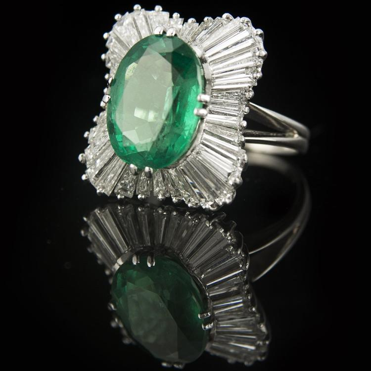 18K WHITE GOLD EMERALD & DIAMOND VINTAGE COCKTAIL RING Edit