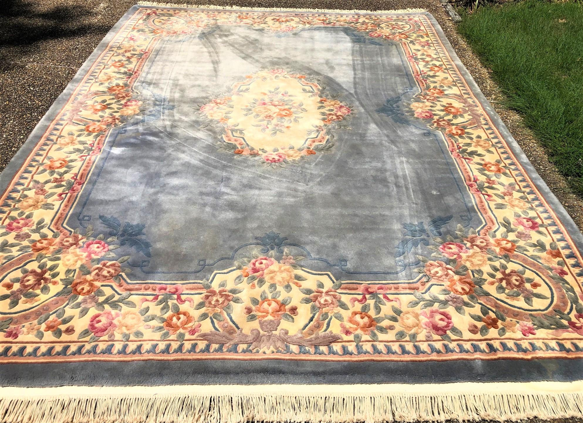 AUBUSSON 90 LINE HAND KNOTTED RUG - 8.7 x 11.7