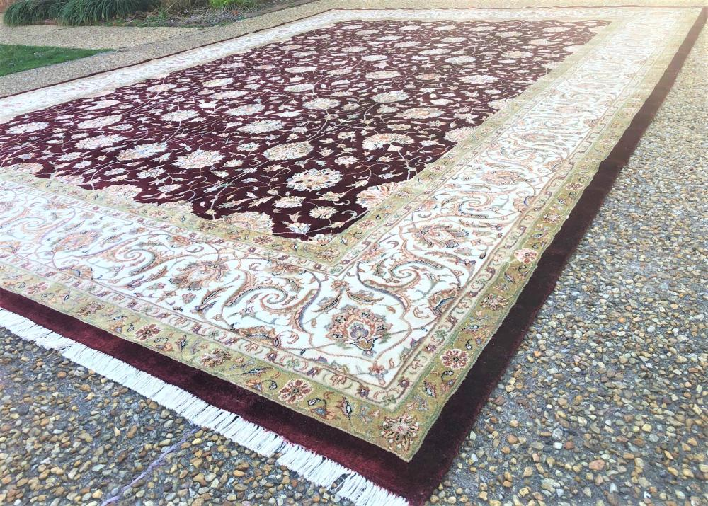 OUSHAK HAND KNOTTED WOOL RUG WITH SILK HIGHLIGHTS - 9.11 x 13.10