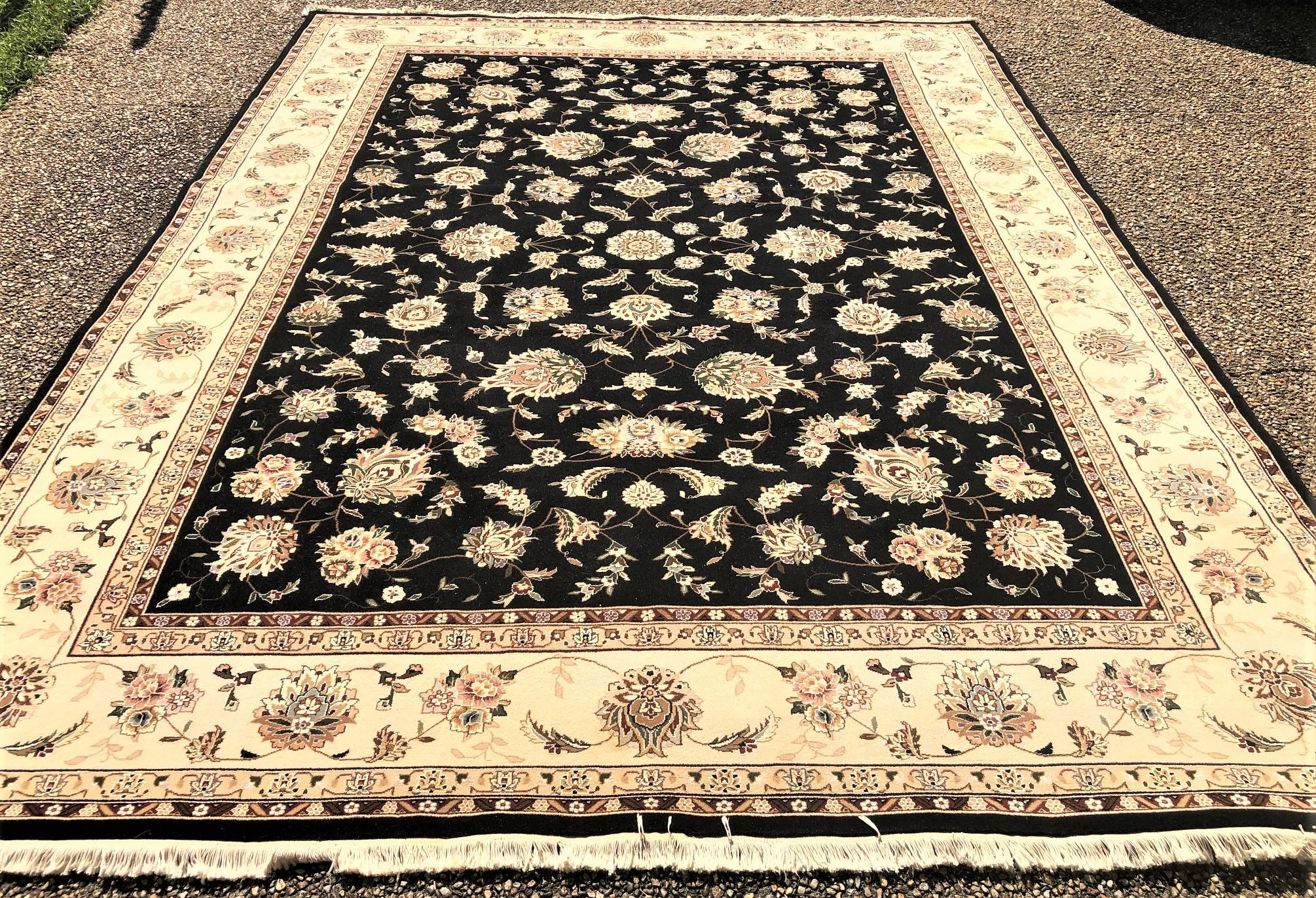 SAROUK WOOL AND SILK HAND KNOTTED RUG - 8.6 x 11.6