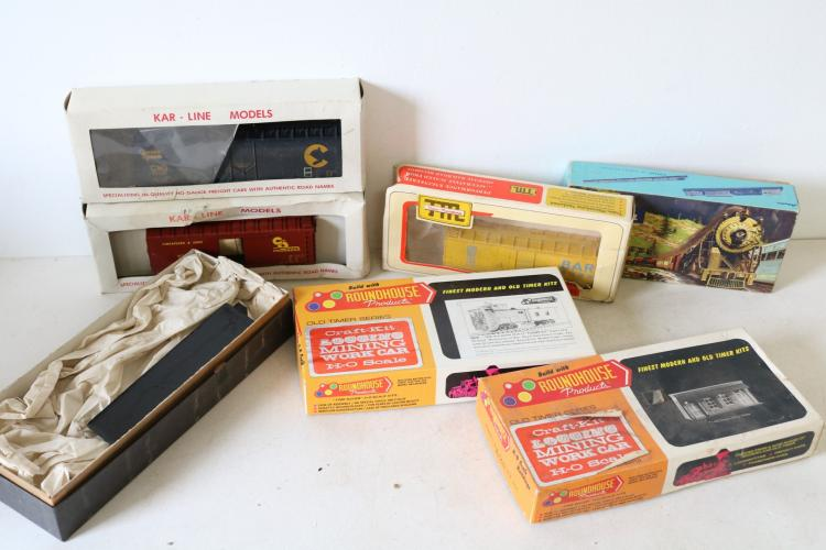 Mixed Lot of 7 H O Scale Trains in box