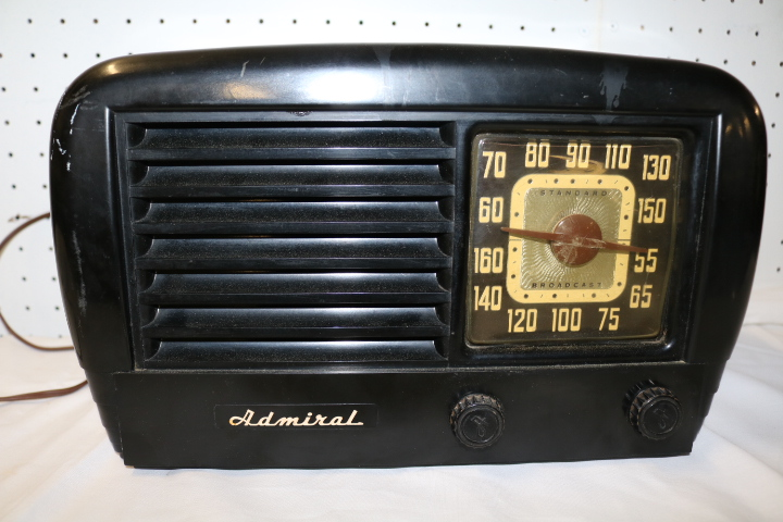Vintage Admiral Table Top Radio