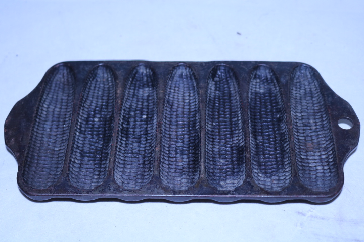 Griswold No. 262 Crispy corn or wheat stick pan, Erie Pa, USA