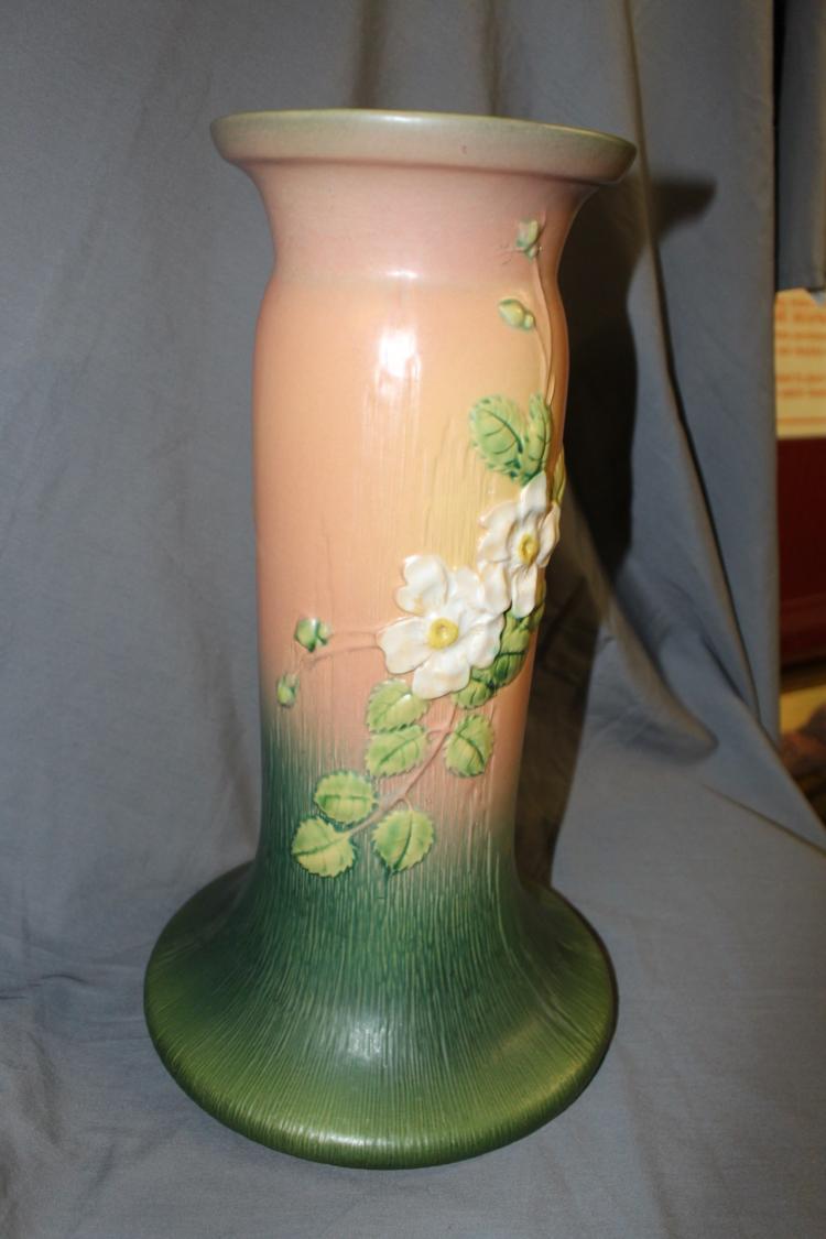 Roseville White Rose Pedestal