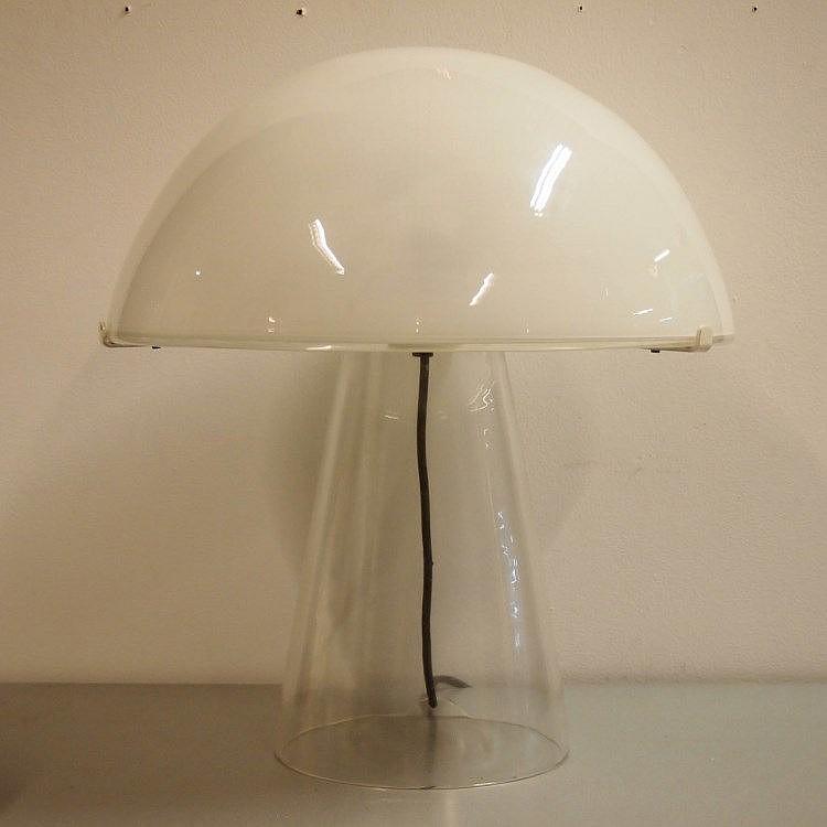 lampe de table mod le champignon verre souffl moul clat. Black Bedroom Furniture Sets. Home Design Ideas