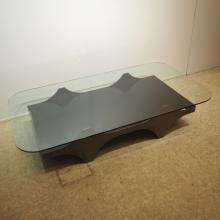 Krekels Christian (1942) : Table basse création vers 1980, plateau rectangulaire en verre clair, pos