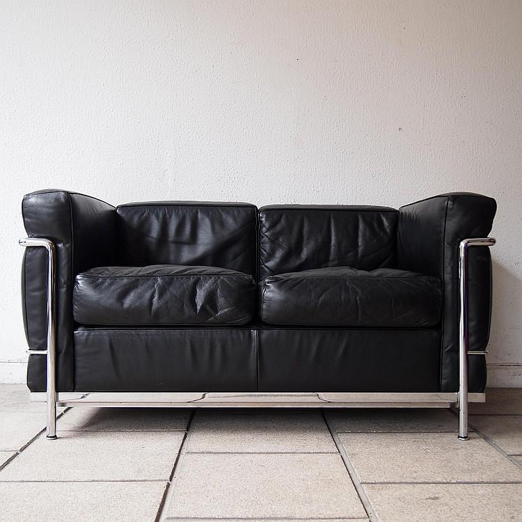 le corbusier cassina canap 2 places. Black Bedroom Furniture Sets. Home Design Ideas