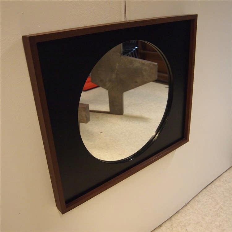 Miroir scandinave verre mercuris de forme circulaire enc for Miroir encadrement noir