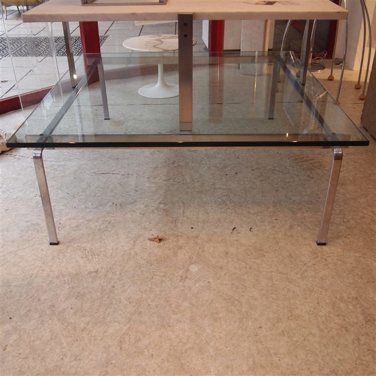 Preben fabricius table basse plateau carr en verre clair for Table basse verre carree