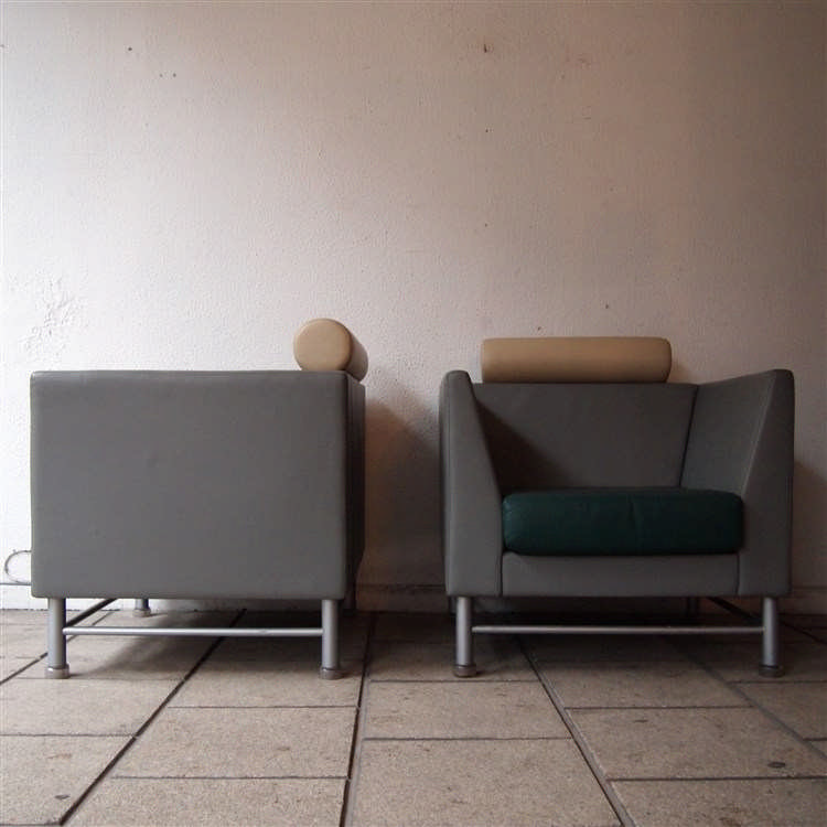 sottsass ettore 1917 2007 knoll paire de fauteuils clu. Black Bedroom Furniture Sets. Home Design Ideas
