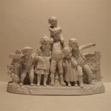 Sèvre attribué : Biscuit, groupe de 6 personnages, numéroté 4681, monogramm