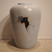 Robba & Emilio : Vase ovoide vers 1980, grès tourné main, émaillé gris clai