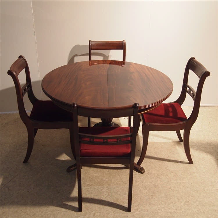 Table de style anglais et 4 chaises vers 1970 bois plaqu for Table et chaise integree