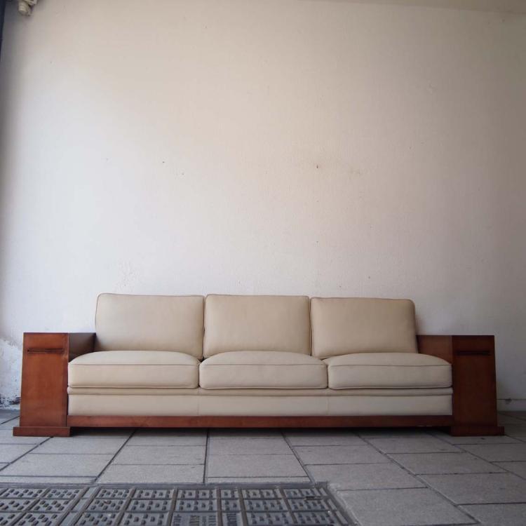 chevalier hugues. Black Bedroom Furniture Sets. Home Design Ideas