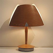 Lampe de bureau design vers 1980 : Contreplaqué et perspex, pied disque en