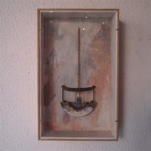 Courtois Pierre : Sculpture dans un coffret sous verre, signée au dos, daté