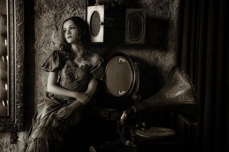 PRAMUJO SRI HATMOKO - LISTEN TO THE OLD MUSIC