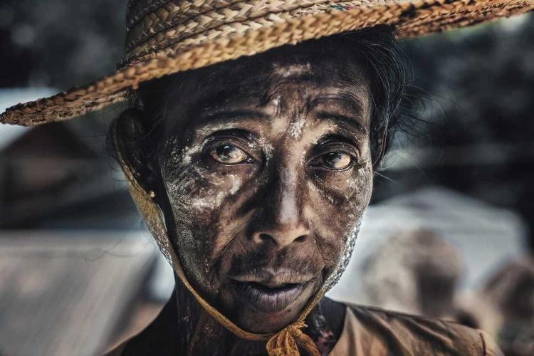 CUOMO MASSIMO - STREET PORTRAIT IN MANDALAY, MYANMAR.