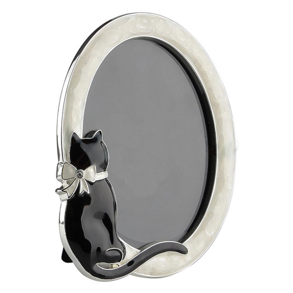 Oval Photo Frame W/Cat