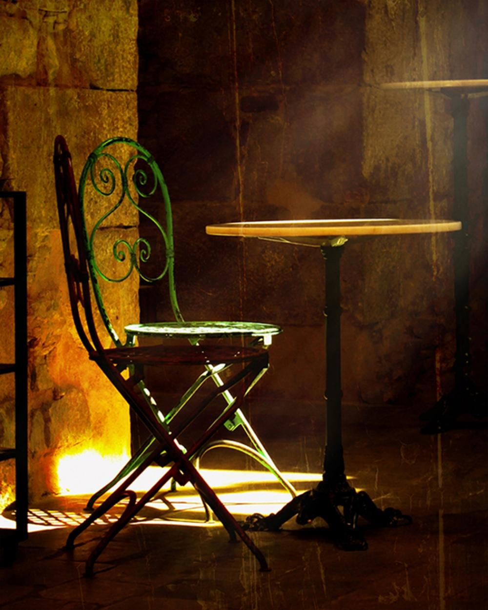 Hal Halli - Chairs In Light