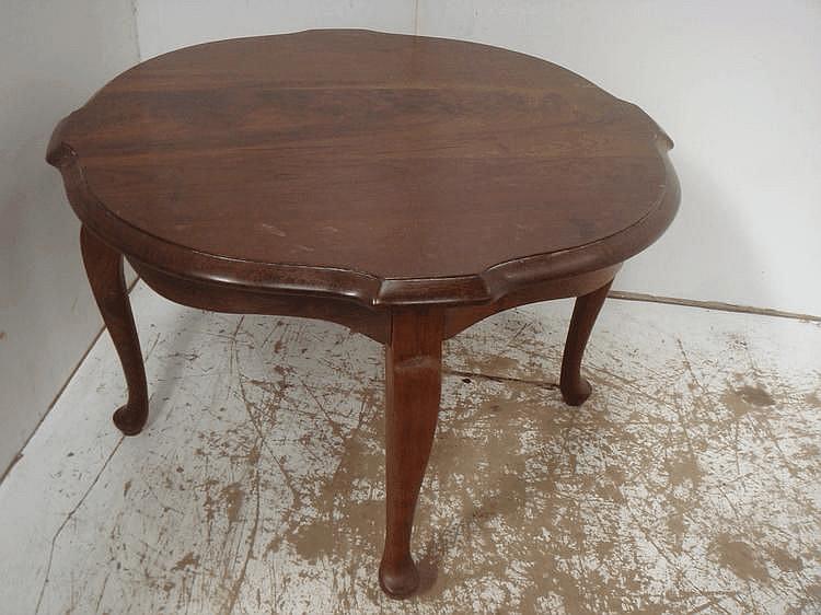 Mahogany Circular Coffee Table on Cabriole Legs
