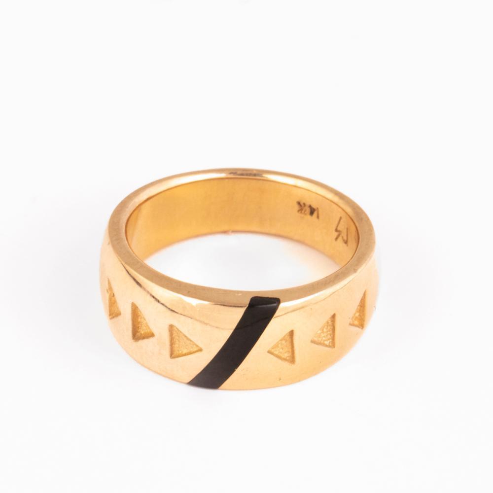 A Raoul Sosa Gold and Black Jade Ring