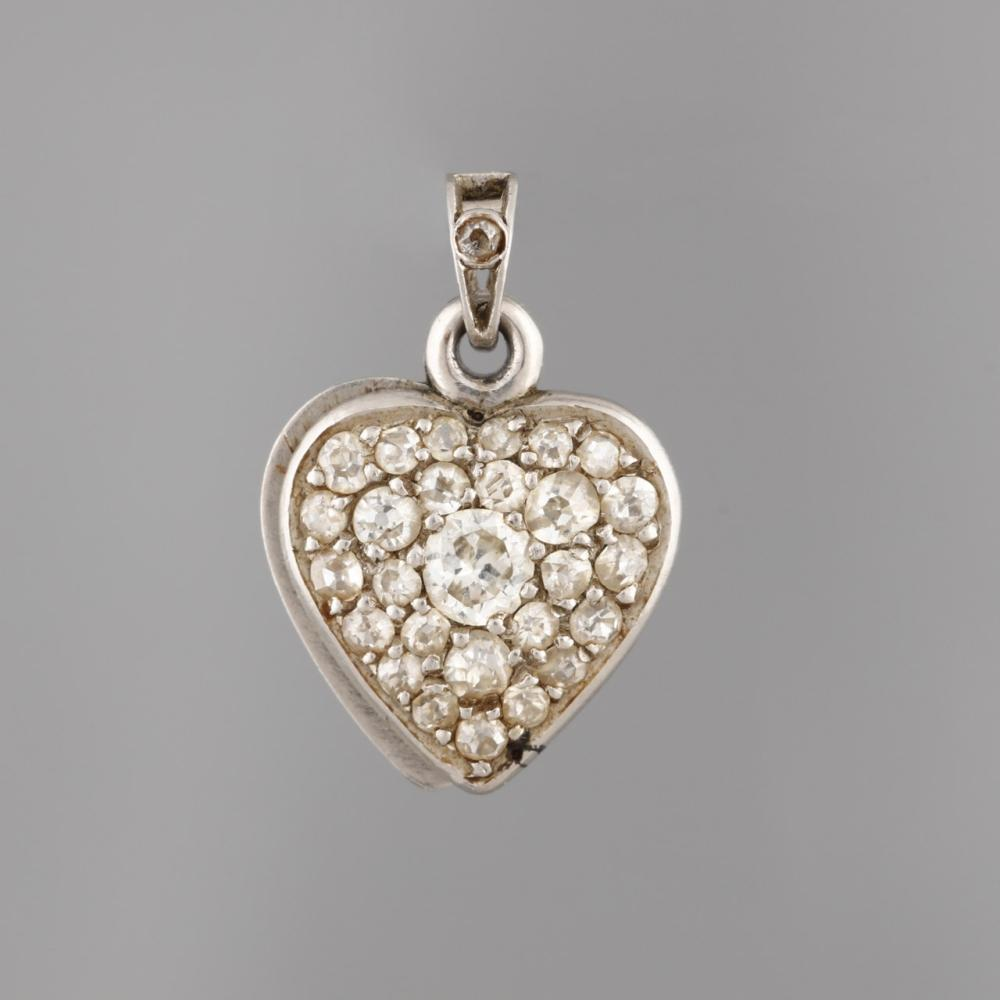 Heart-shaped reliquary pendant in White Gold and Diamonds