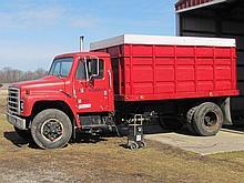 1981 International 2 ton dsl grain truck