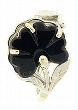 Ring, 10 karat white gold with black onyx 4 leaf clover, size 6, 3.8g TW