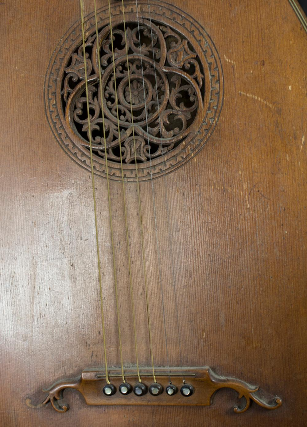 2 Lauten und 1 Mandoline / 2 lutes and 1 mandolin, um 1920