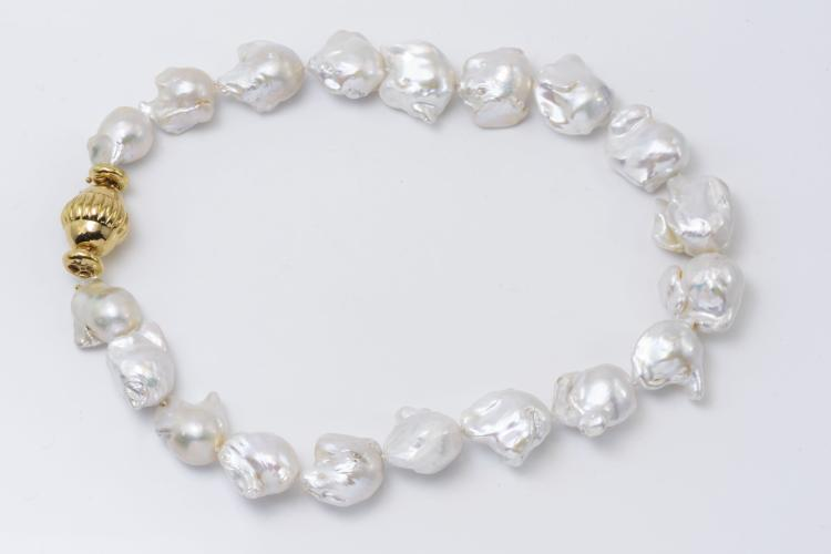 18K YG Clasp Baroque Pearl Necklace