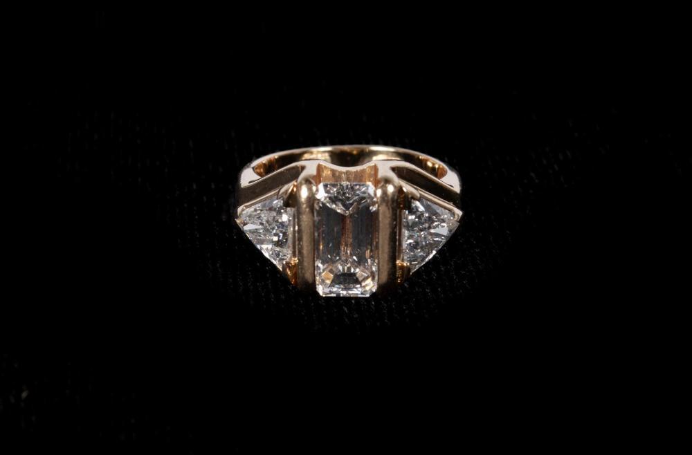GOLD DIAMOND WEDDING RING