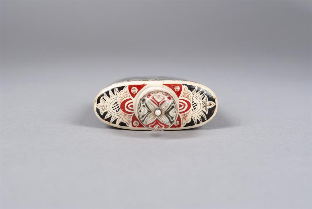 FINE AND RARE LACQUERED IVORY SNUFF BOTTLE