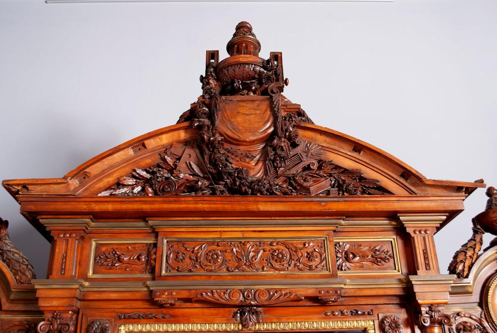 A FINELY CARVED BELLE EPOQUE CABINET BY GUÉRET FRÈRES