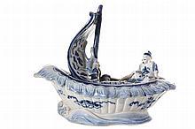 NINETEENTH-CENTURY CHINESE PORCELAIN BOAT