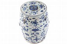 NINETEENTH-CENTURY CHINESE BLUE AND WHITE PORCELAIN SEAT