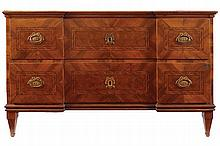 ITALIAN EIGHTEENTH-CENTURY PERIOD WALNUT AND  PARQUETRY COMMODE