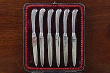 CASED SET OF SIX SILVER HANDLED FRUIT KNIVES