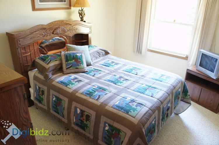 Oak Veneer Queen Bedroom Set w/ Serta Mattress