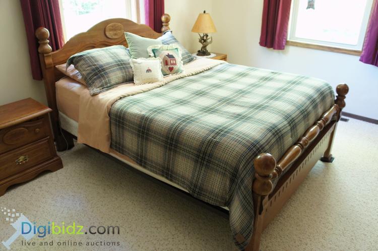 Solid Red Oak Queen Bed Set / Sleep Number Mattress