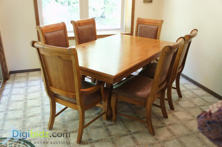 Farmhouse Knotty Pine Table with Leather Chairs